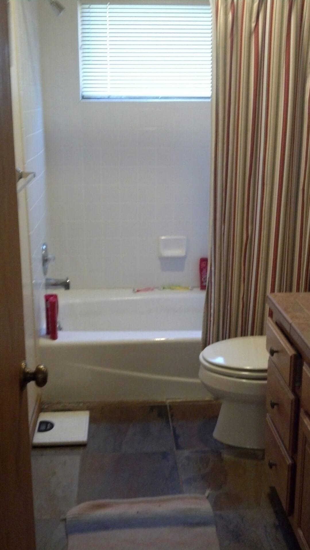 Golf Villas Bathroom - Before